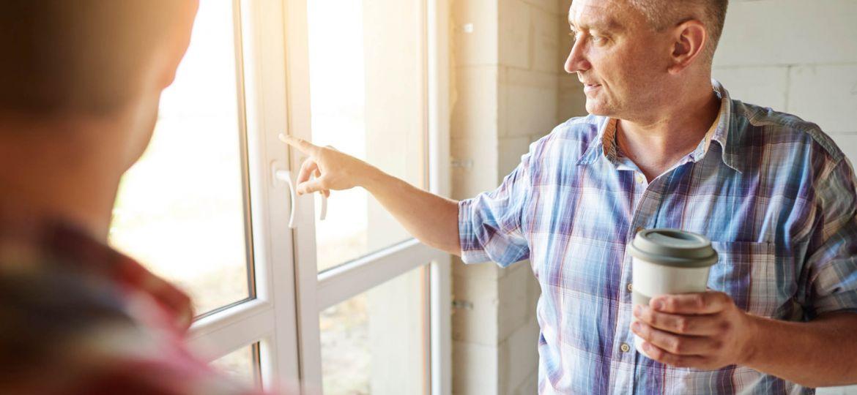 senior-carpenter-is-giving-an-advice